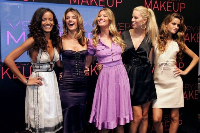 Интернет магазин женской одежды Модный Мир предлагает купить недорого  платья a52995fe91d06