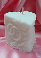 """Свеча """"Сердце с розами и кольцами"""". Цвет: белая. Высота:7см. Вес:160гр."""