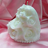 """Свеча """"Сердце жемчужное с букетом цветов"""". Цвет: Белый. Высота: 11см. Вес: 450гр."""