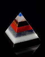 Красивый подарок пирамида из самоцветов