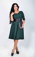 Модное молодежное платье с поясом-корсетом темно-зеленого цвета