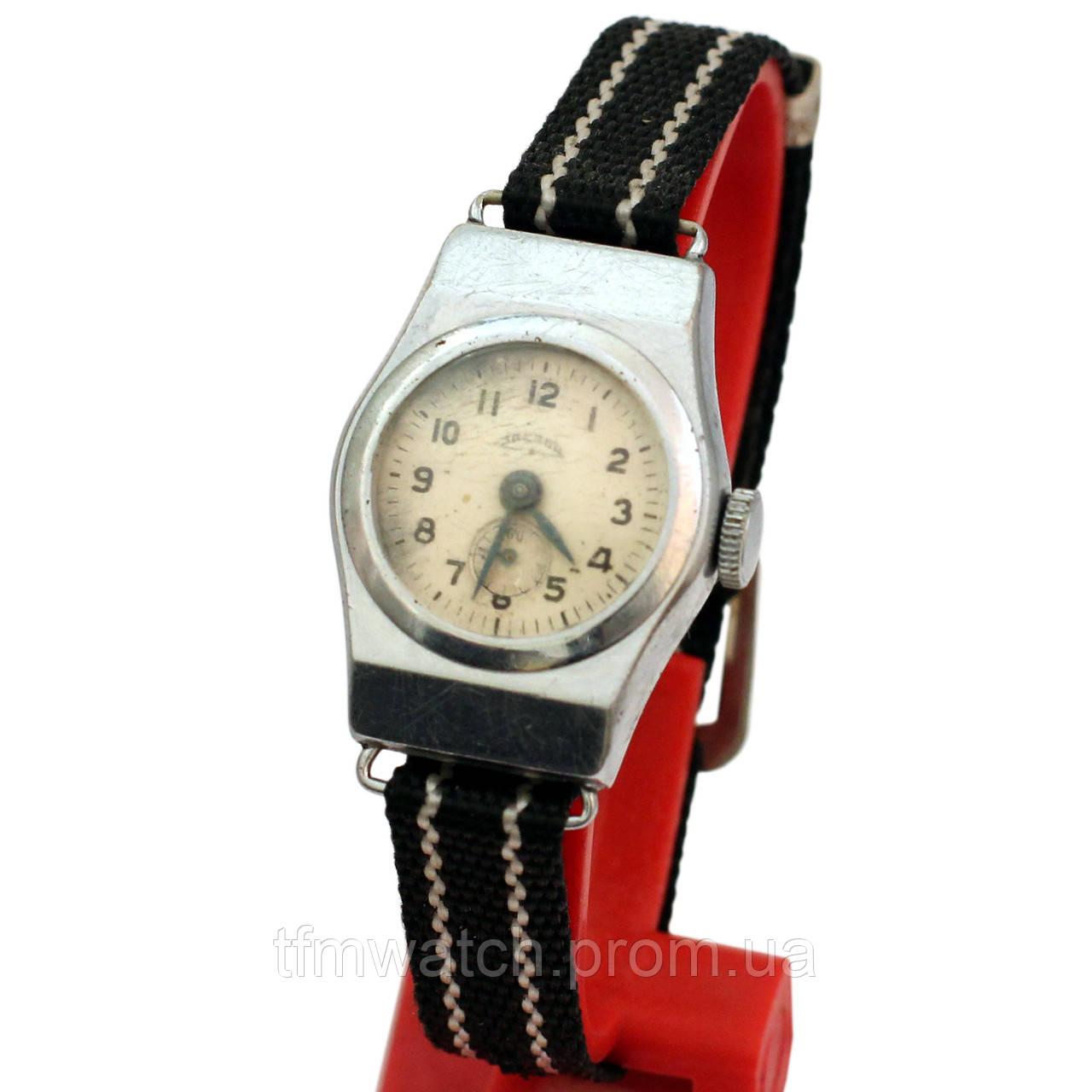 Звезда механические женские часы СССР