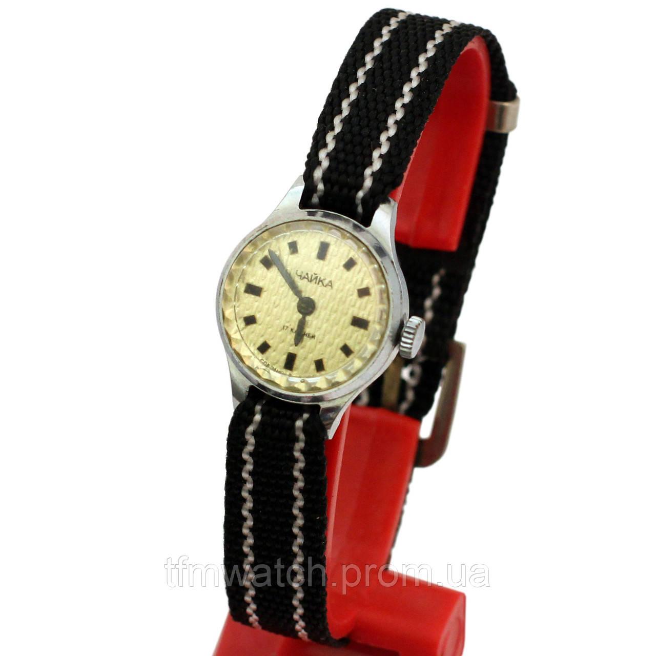 Женские советские часы Чайка 17 камней