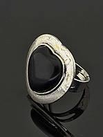 Кольцо с агатом. Кольцо в форме сердца с натуральным черным камнем Агат 30х30 мм, металл белый (008890)