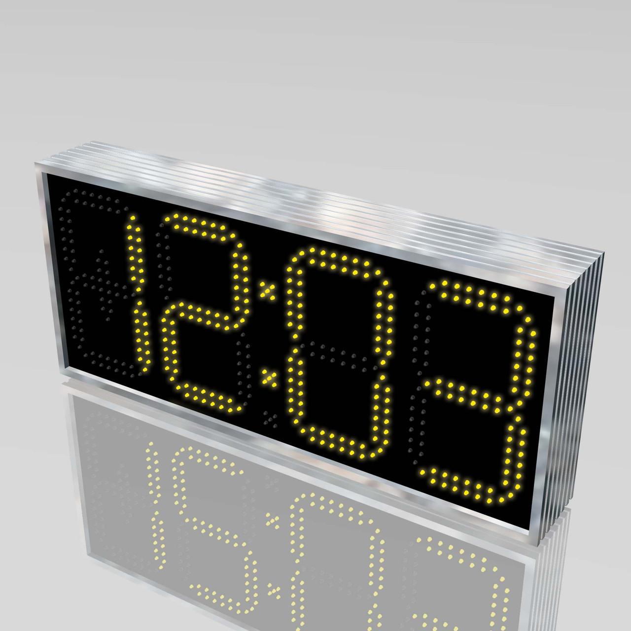 Вуличні годинник з великим кутом огляду 710х315 мм