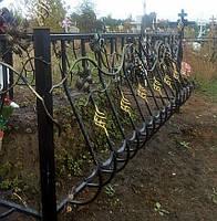 Оградка металлическая на кладбище