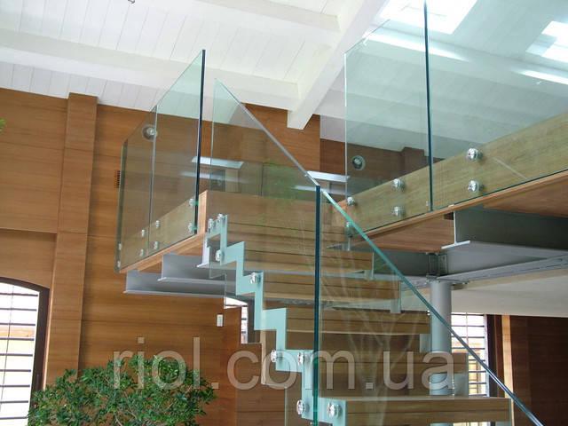 лестница стекляная