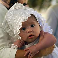 Готовимся к крестинам или как выбрать одежду для крещения малыша