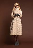 Теплый зимний пуховик с капюшоном.