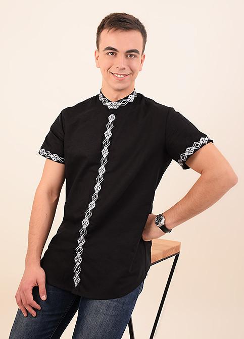 Традиционная мужская сорочка из льна в черном цвете украшена белым орнаментом