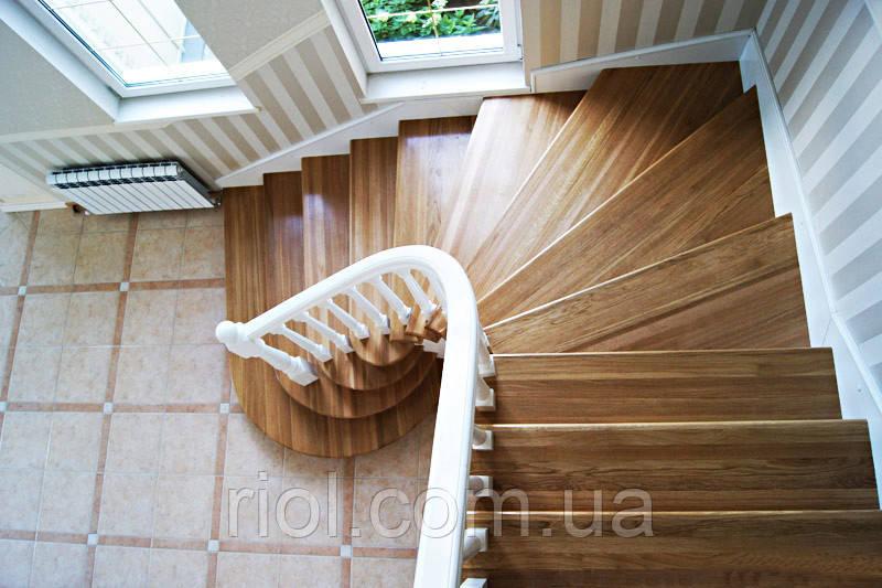 Деревянная лестница угловая
