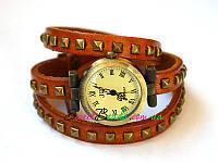 Часы на ремне с квадратными заклепками римские, рыжий