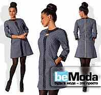 Молодежное женское платье из джинсового материала с принтом со вставками экокожи синее