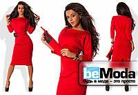 Приталенное женское платье классического фасона из однотонного трикотажа Джерси с необычным поясом в комплекте красное