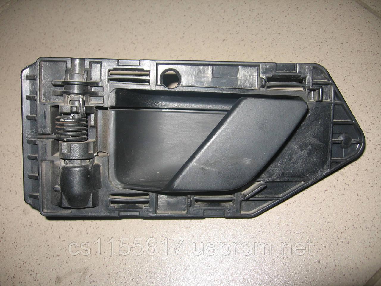 Ручка внутренняя передней двери 9621422977 левая б/у на Citroen Berlingo, Peugeot Partner 1996-2003 года