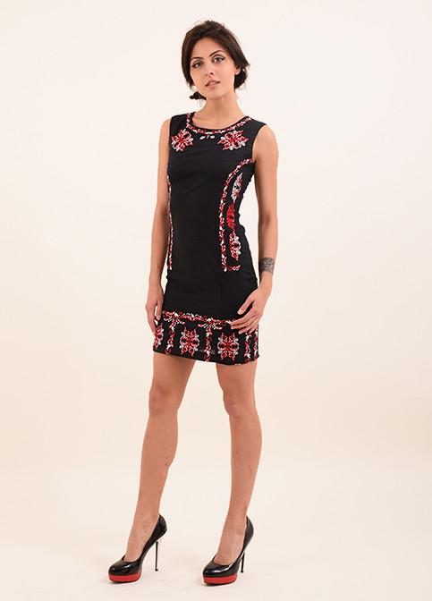 Вышитое платье из льна в черном цвете  с орнаментом красным