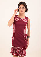 Стильное платье из льна облегающее по фигуре украшено машинной вышивкой