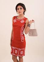 Красивое вышитое платье в современном стиле украшены вышитые гладью арабески