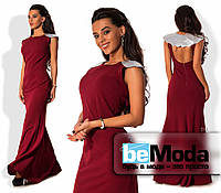 Шикарное женское длинное платье из креп-дайвинга с открытой спинкой и накидкой с пайетками на плечах цвета марсала
