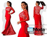 Потрясающее женское нарядное платье с шлейфом из креп-дайвинга со вставками французского гипюра красное