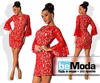 """Нарядное женское платье из качественного гипюра на подкладе приталенного кроя с клешными рукавами и вырезом """"капелька"""" на груди красное"""