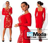 Стильное женское платье по фигуре из креп-дайвинга со вставкой из французской вышивки расшитой пайетками впереди красное