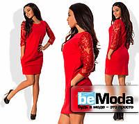 Нарядное женское короткое платье по фигуре из креп-дайвинга с рукавами из французской вышивки расшитой пайетками на плече красное