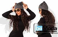 Эффектная женская шапка необычного кроя из рибаны на флисе с ярким декором из страз графитовая