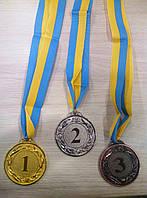 Призовые медали для победителей.