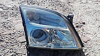 Правая фара Opel Vectra C.