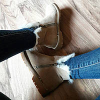 Короткие бежевые ботинки на меху со змейками по бокам 40 размер