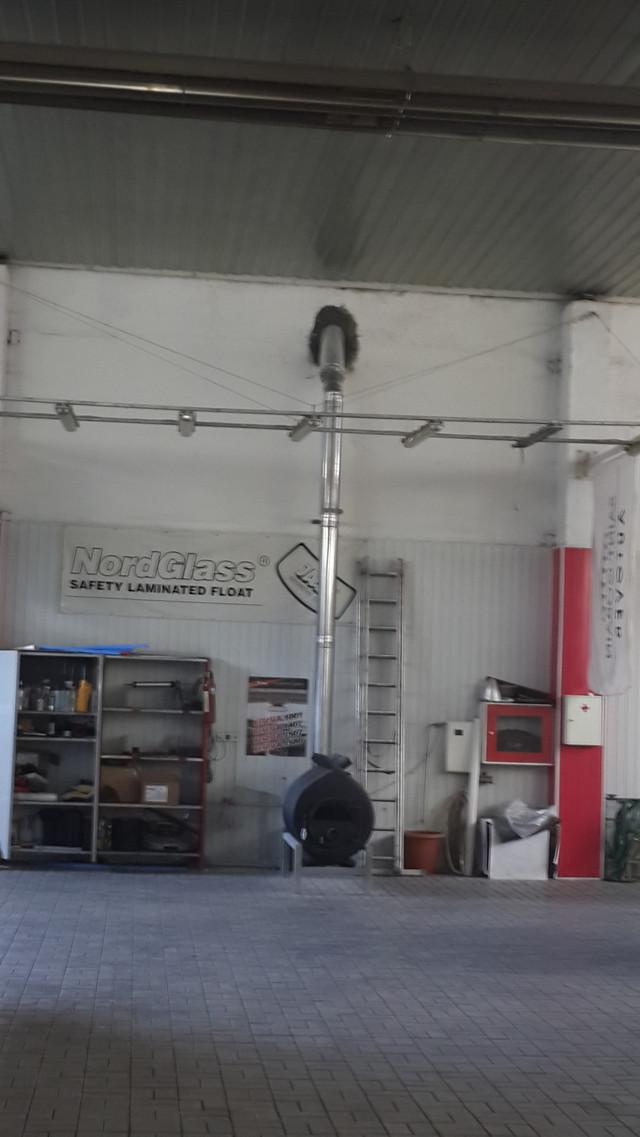 Монтаж дымохода внутри помещения СТО в Днепре