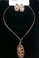 Классический комплект бижутерии вечерний с золотистыми камнями и кристаллами