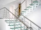 Стеклянная лестница с металлическими перилами по индивидуальному заказу, фото 1