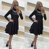 Женское атласное платье с пышной юбкой