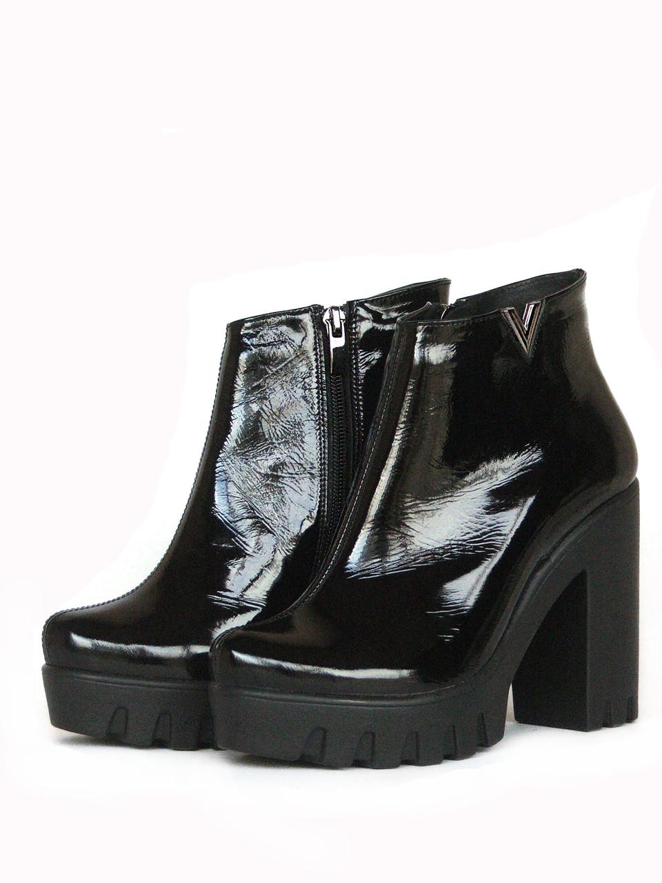 Ботинки черные на тракторной подошве