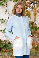 Полупальто небесного цвета с меховыми карманами, в стиле Коко Шанель