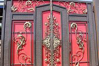 Изготовление и продажа кованых ворот в Херсоне с покраской доставкой и монтажом