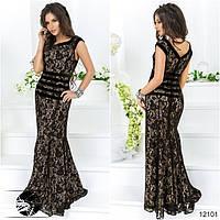 Элегантное вечернее платье с клешеной юбкой, декорированное вставками из бархата. Сзади потайная молния.