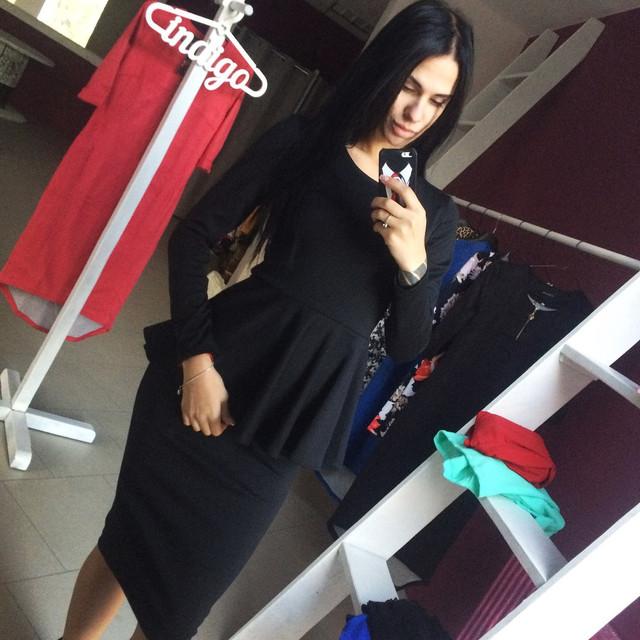 Стильное офисное платье с баской