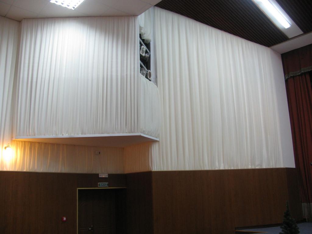 Драпировка стен Негорючими тканями (Trevira CS). Концерт-Холл 2