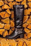 Женские сапожки на широком устойчивом каблуке, декорированны цепочкой