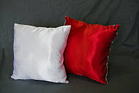 Подушка квадратная атласная бело-красная.