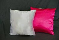 Подушка квадратная атласная бело-розовая.