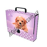 Папка-портфель, формат  С 4. Плотный ламинированный  картон , надежный пластиковый  замок, пластиковая ручка