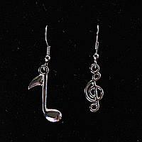 Серьги разные нота и скрипичный ключ