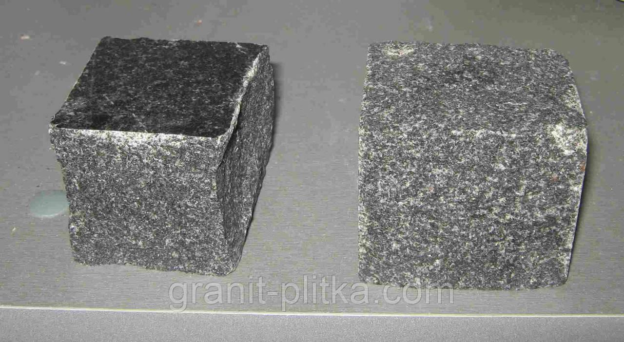 Бруківка з граніту габро