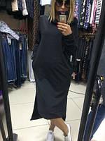 Платье с большим капюшоном и разрезами по бокам