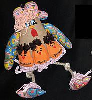 Игрушка курица синего цвета с цыплятами,ручная работа, 35х20 см., яйцо 7 см., 250/210 (цена за 1 шт. + 40 гр.)