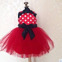 Красное праздничное платье без рукавов